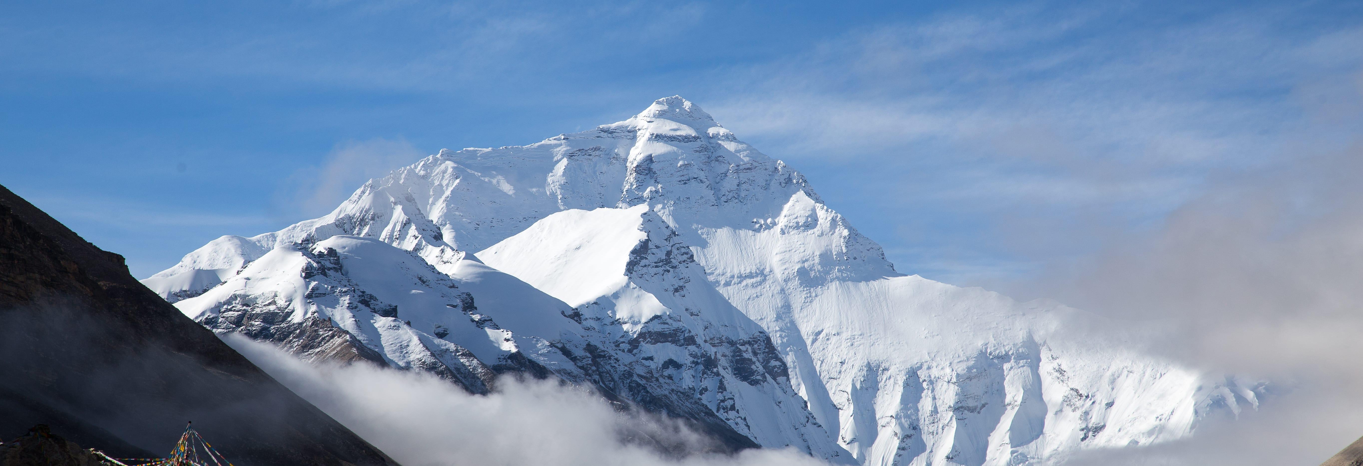 Що відбувається з організмом в «зоні смерті» гори Еверест, де ... | 1865x5457