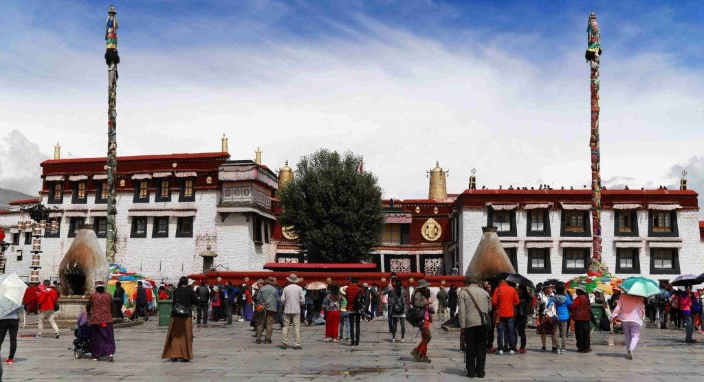 Вид на Джоханг с площади Бахор в Лхасе, Тибет