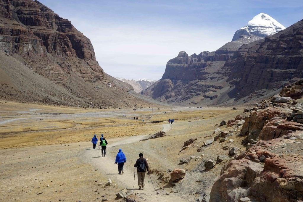 trekkers on the Kailash kora