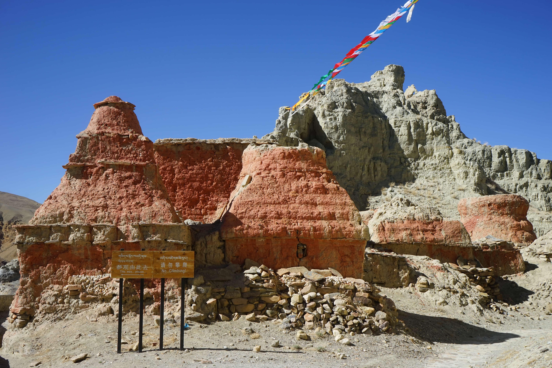 Piyang Caves in Tibet