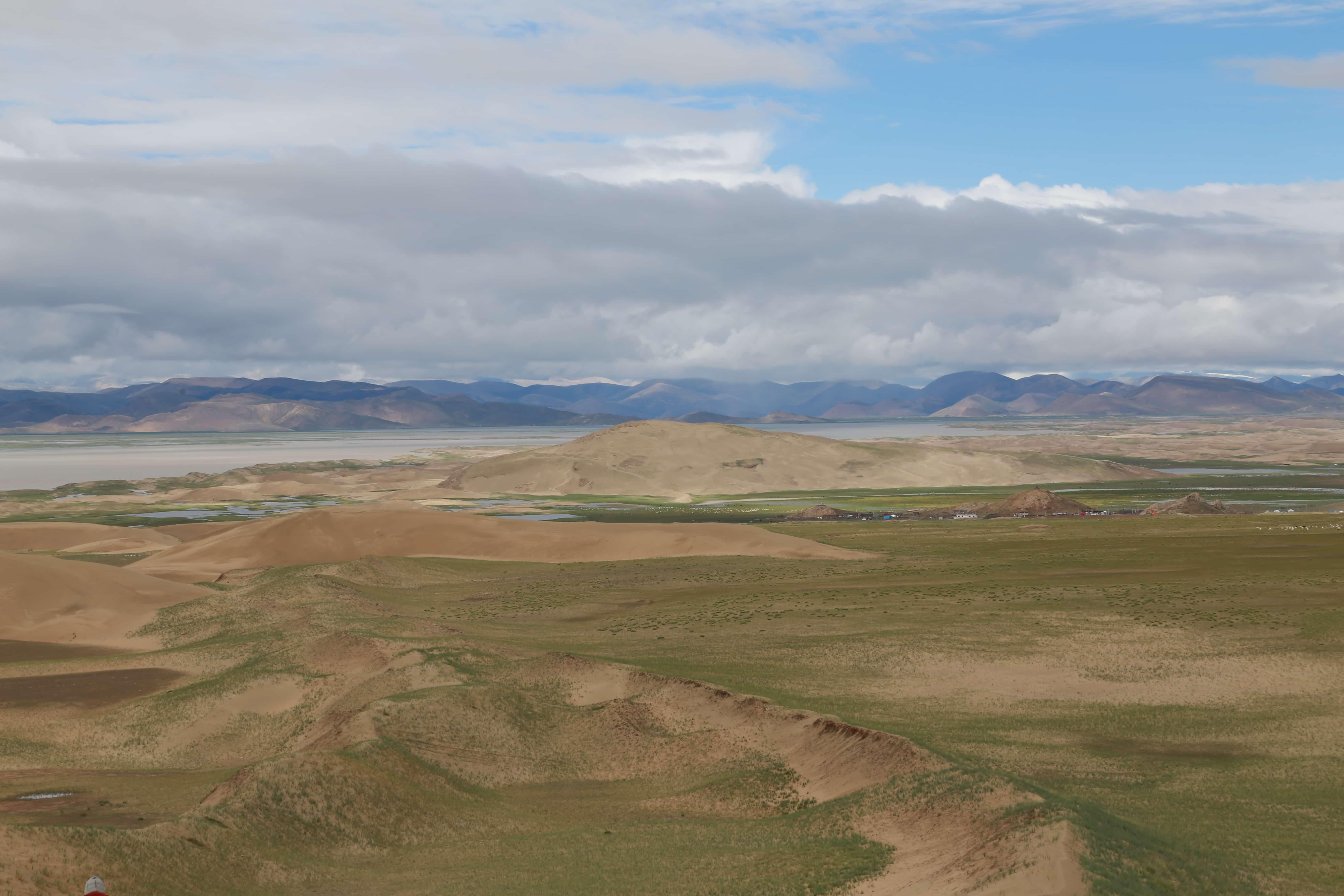 Sand dunes in Tibet
