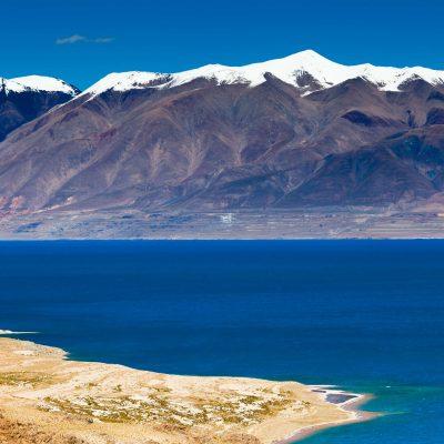 Tangra Yumco Lake in Tibet
