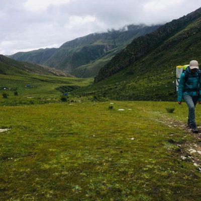 Trekking near Yama Do in Tibet