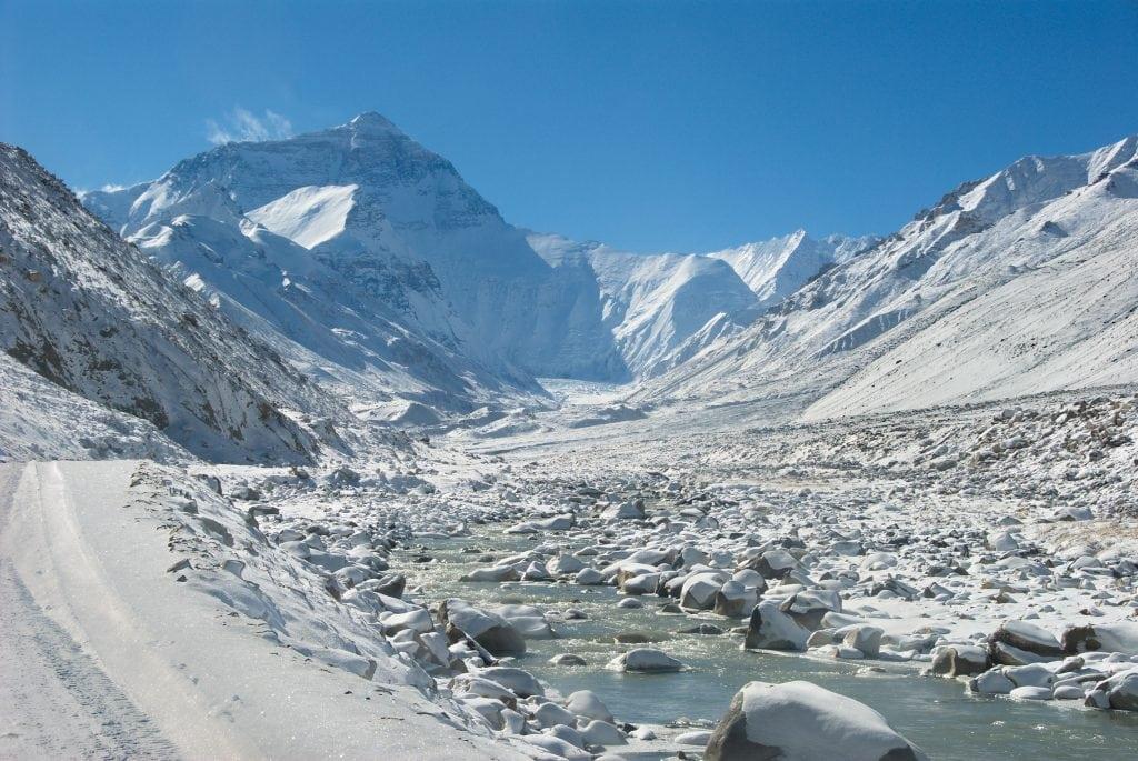 Эверест со снежной долиной