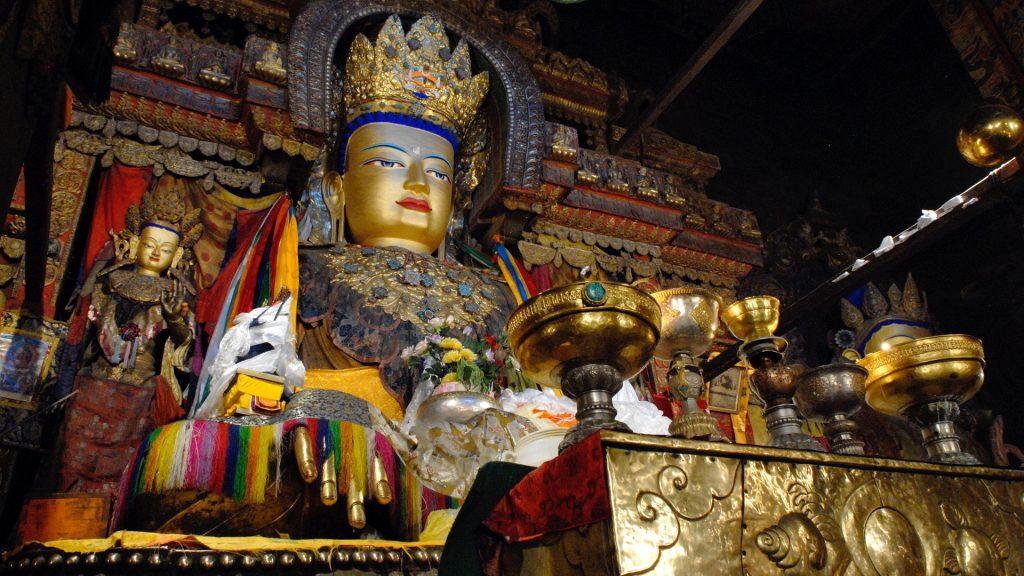 Statue of Shakyamuni Buddha in Gyantse monastery