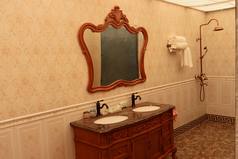 Bathroom in Yamdrok hotel
