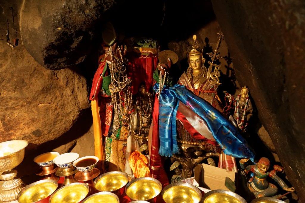 Guru Rinpoche statue in Drakman Keutsang