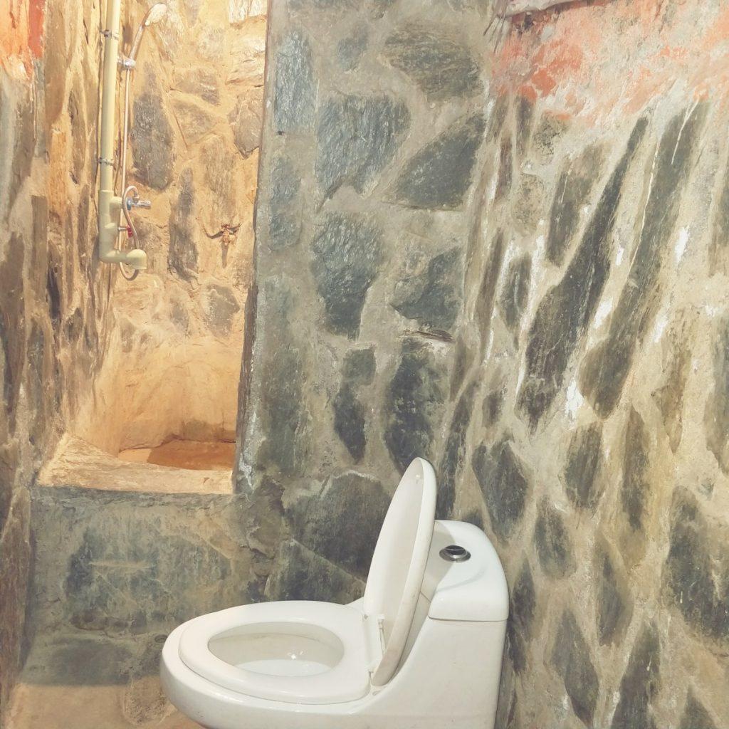 Bathroom in Shambala hotel, Tidrum