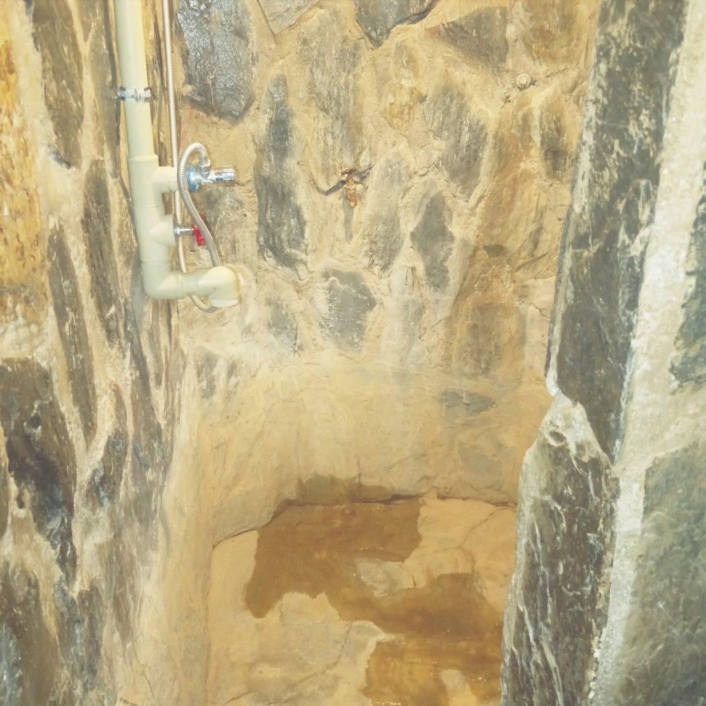 Shower in Shambala hotel, Tidrum