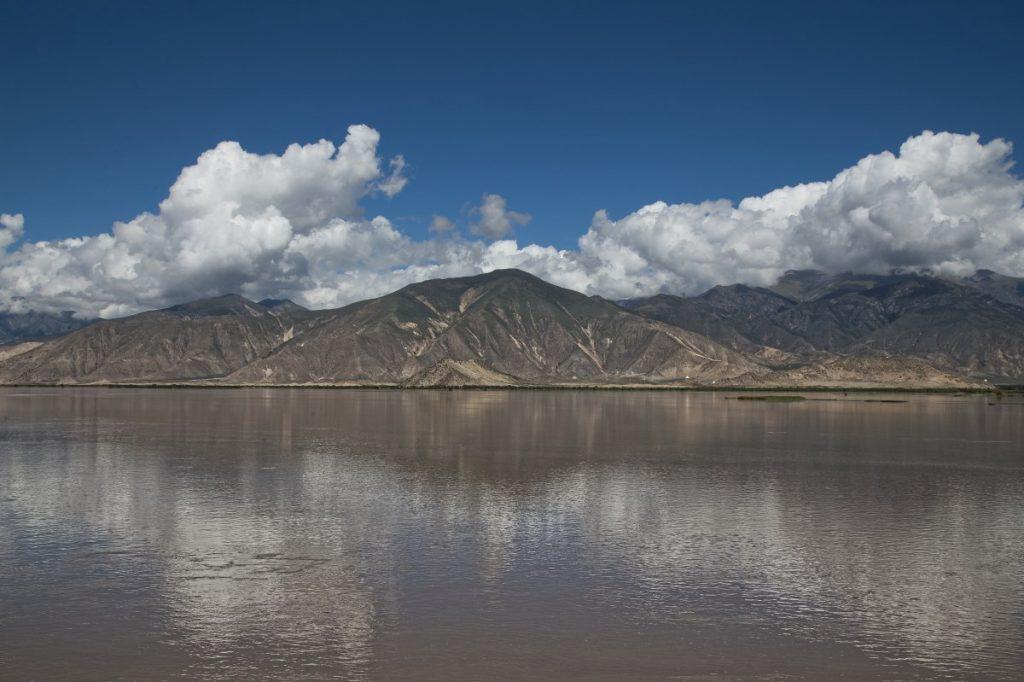 Brahmaputra River forming Yarlung Valley