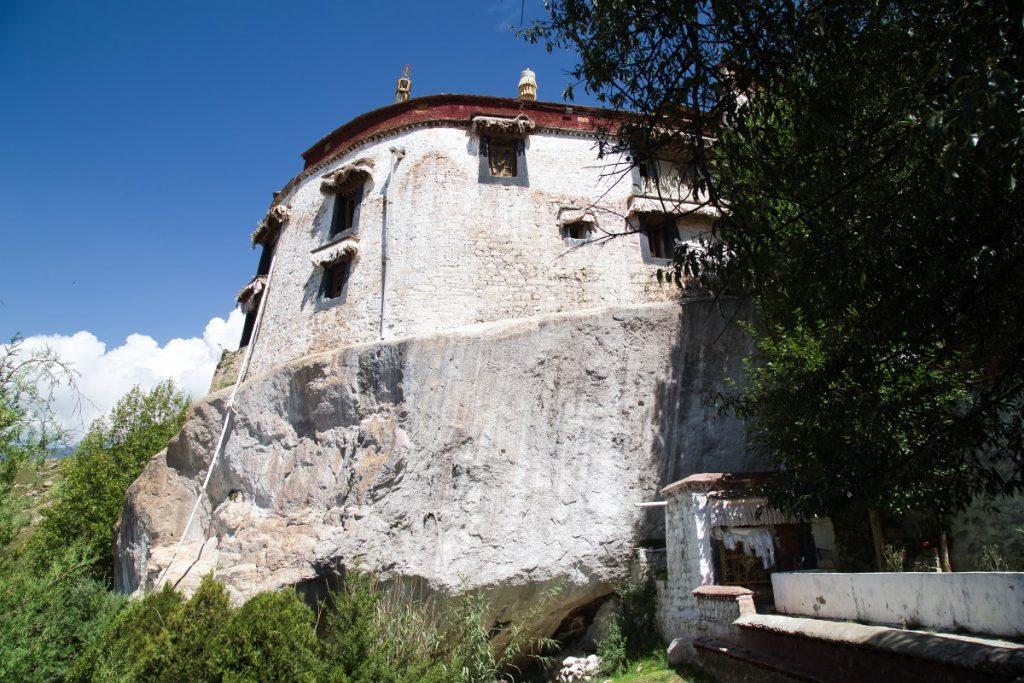 Chapel above meditation cave in Pabongka monastery