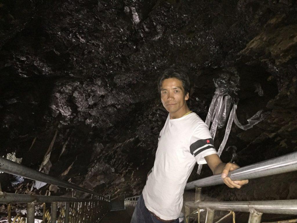 Visiting Drak Yangzom meditation cave